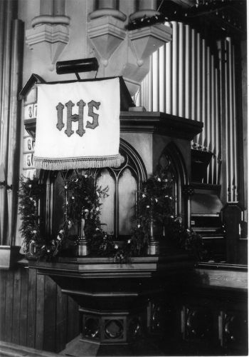 St.-James-Anglican-Church-Pulpit-and-Organ.Christmas.early-1960s.Pat-Brunel